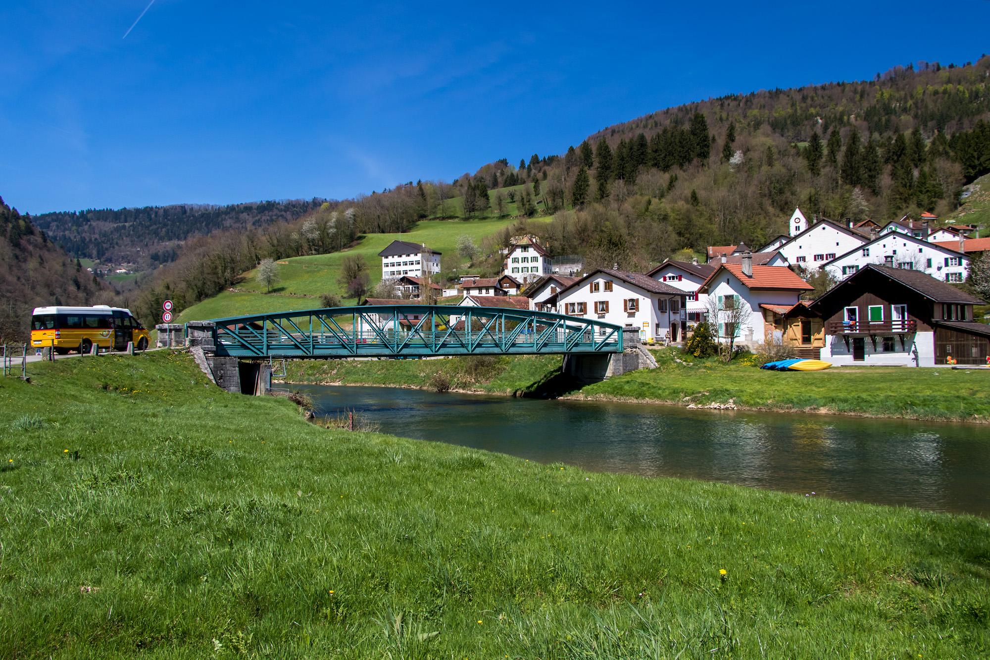 Das idyllische Soubey am Ufer des Doubs (JU)
