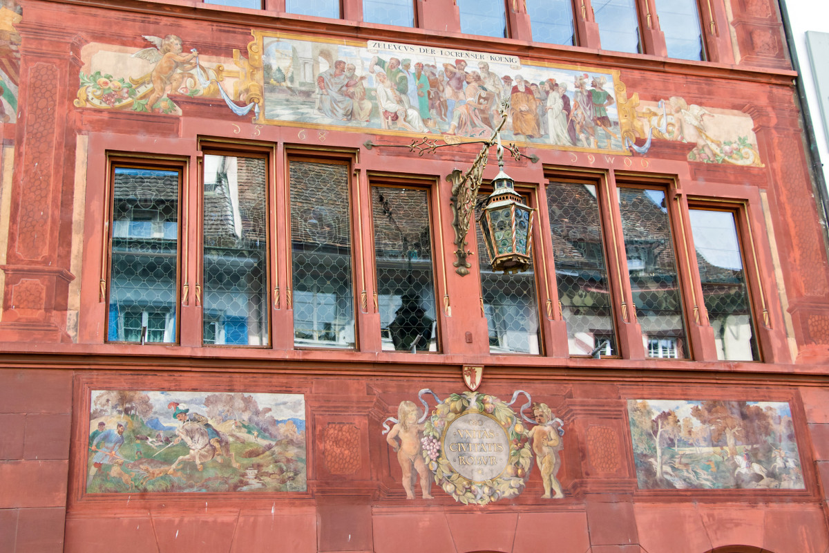 Fassadenmalereien am Rathaus von Liestal