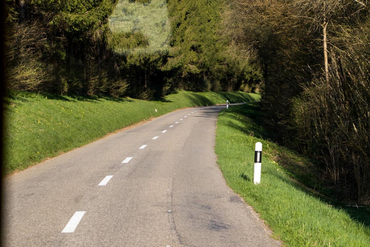 Auf schmalen Strassen durch den Jura...