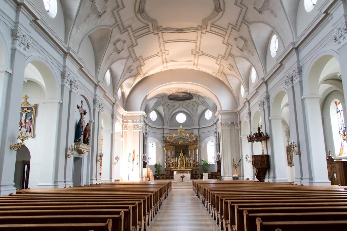 Die neubarocke Pfarrkirche Notre-Dame de l'Assomption in Saignelégier beherbergt einen Goldaltar aus dem Kloster Bellelay