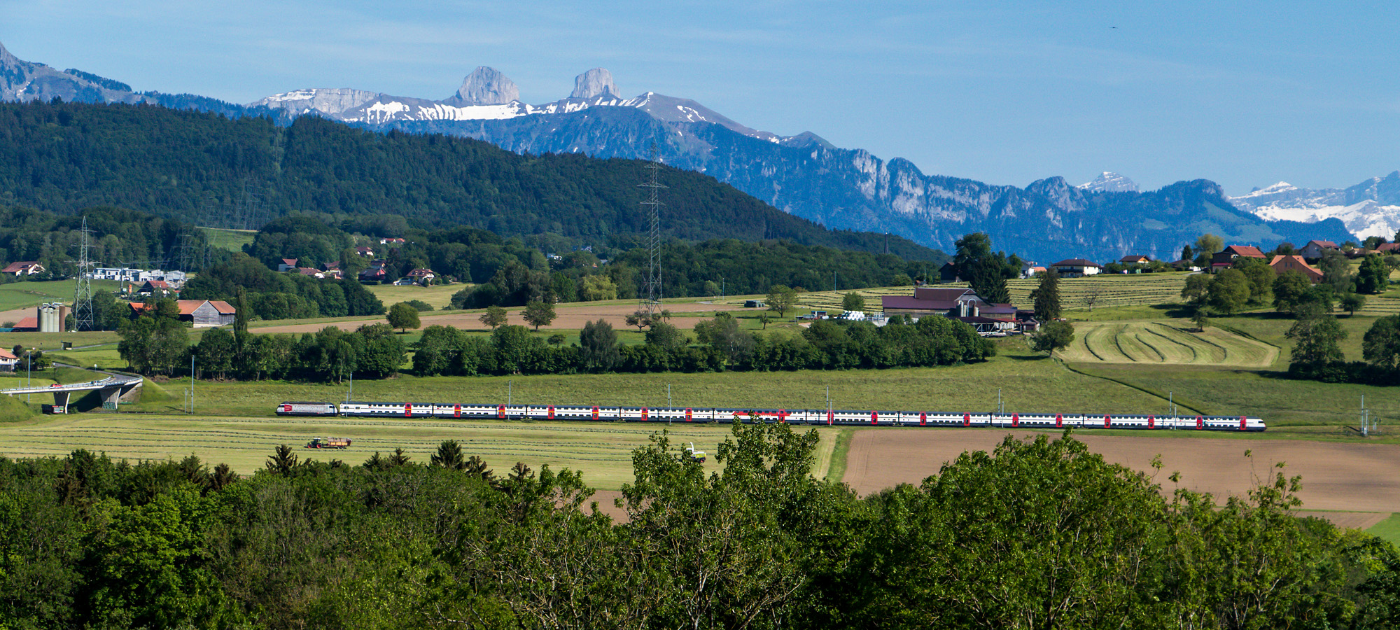 Die Intercity-Strecke nahe Palézieux, VD