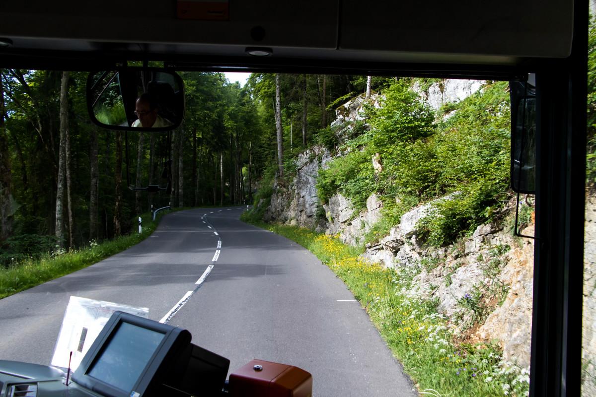 Auf der Tourne-Passstrasse erklimmen wir die Höhenmeter
