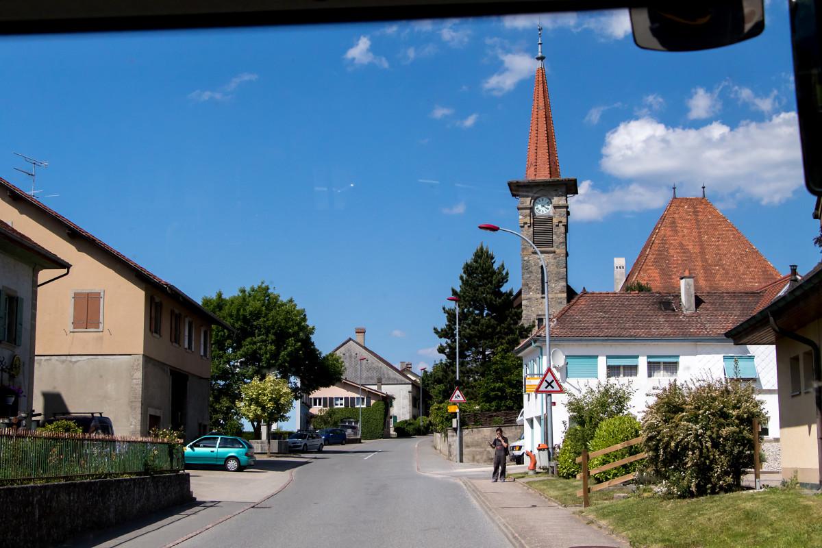 Die dank ihres schlanken Turms ziemlich markante Kirche von Donneloye VD wurde erst 1903 erbaut