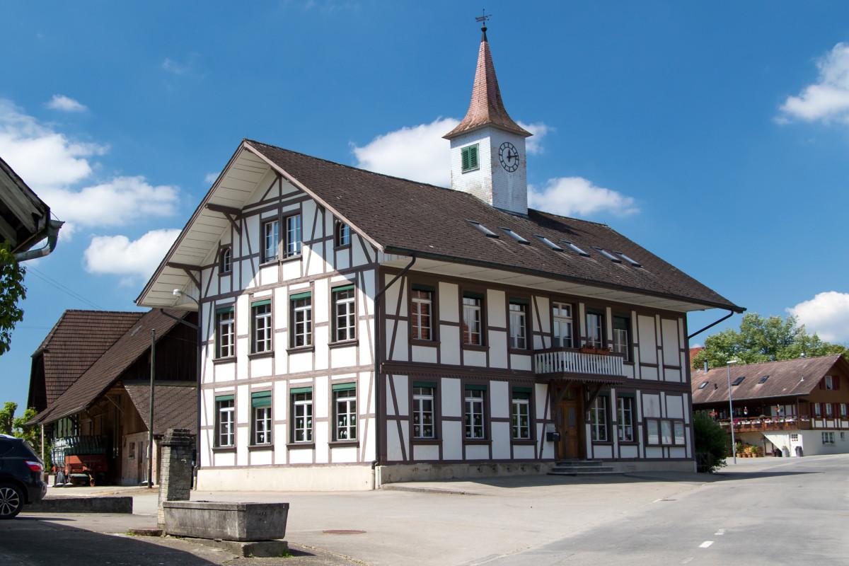 Herzig, das Fachwerk-Schulhaus von Wileroltigen