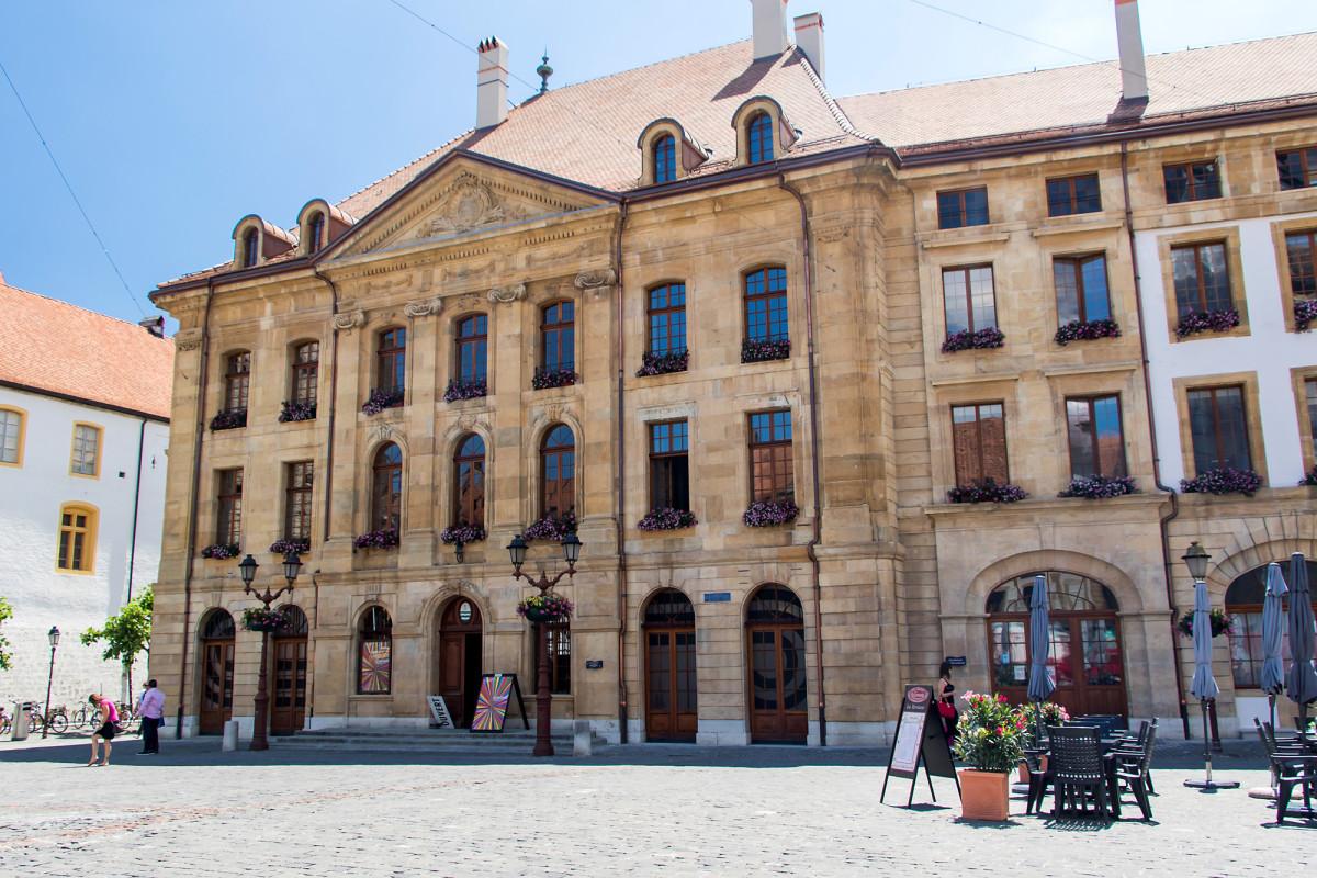 Das Hôtel de Ville (Rathaus) stamt aus der zweiten Hälfte des 18. Jahrhunderts