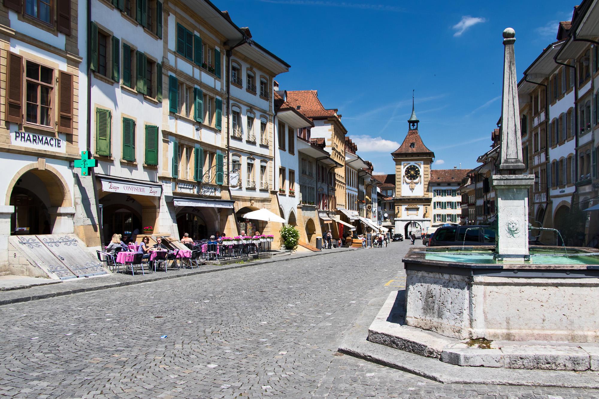 Die prächtige Hauptstrasse von Murten, FR