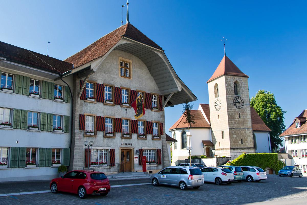 """Das heutige Amtshaus von Aarberg liegt im """"Schloss"""", welches im 16. Jahrhundert als Sitz des Landvogtes erbaut wurde."""