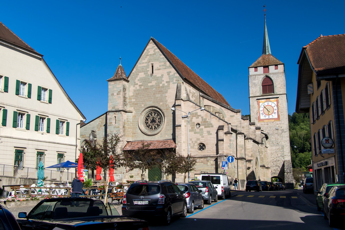Die wuchtige Kirche St. Etienne, erbaut im 13. Jahrhundert