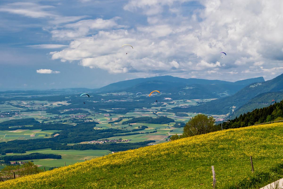 Fantasitsche Aussicht dem Jurafuss entlang in Richtung Yverdon und Genfersee