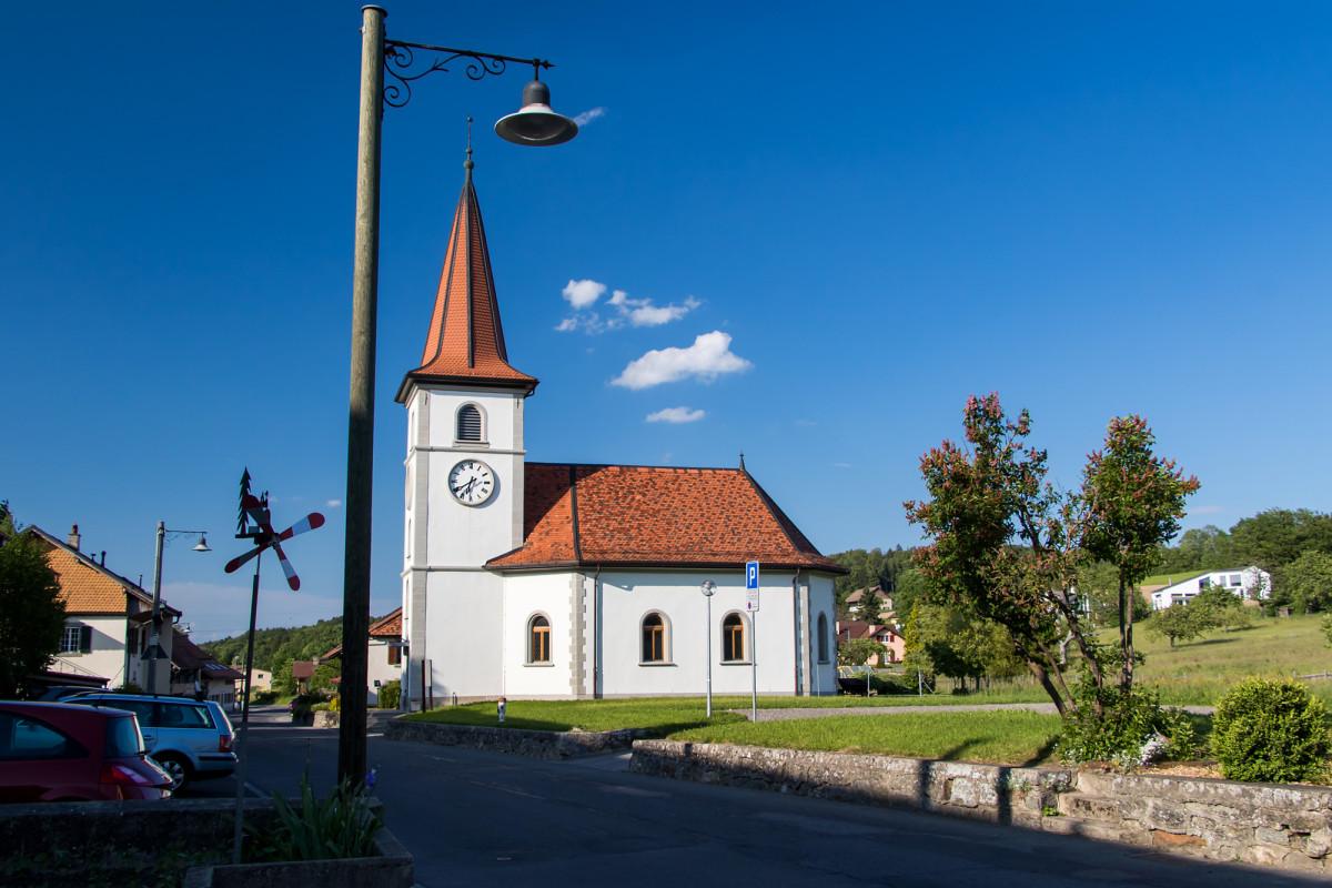 Landidylle pur, mit Villars-Tiercelin Kirche von 1795