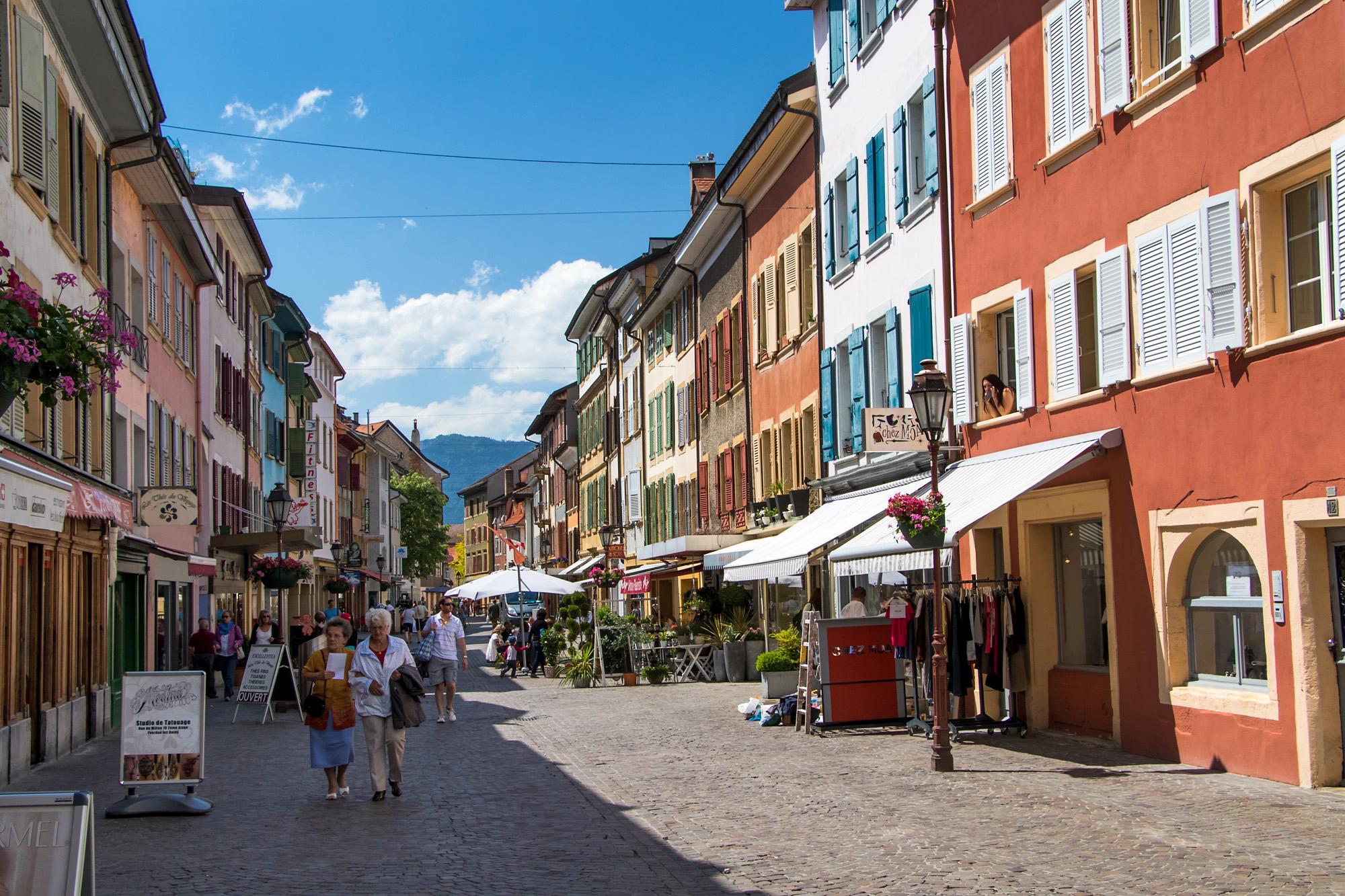 An der Rue du Millieu präsentiert sich Yverdons Altstadt fast schon mediterran