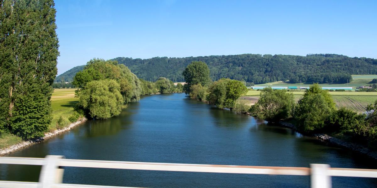 Fahrt über den Broyekanal, welcher Murten- und Neuenburgersee verbindet