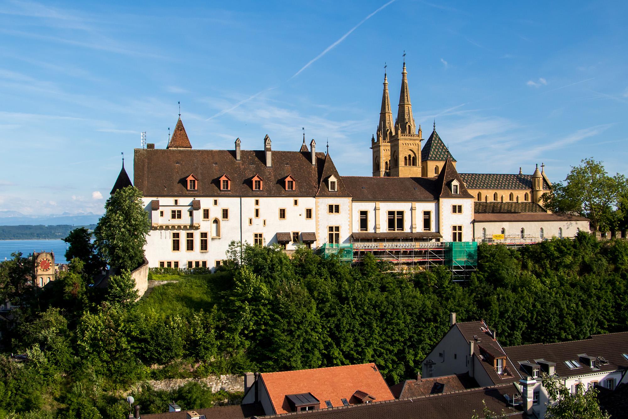 Die Anlage des Schloss Neuenburg geht bis ins 10. Jahrhundert zurück; einst war es eine Residenz der Burgunderkönige