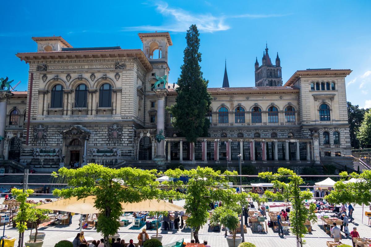 Das Palais de Rumine am Rand der Altstadt, erbaut um die Jahrhundertwende im Stil der Florentiner Renaissance