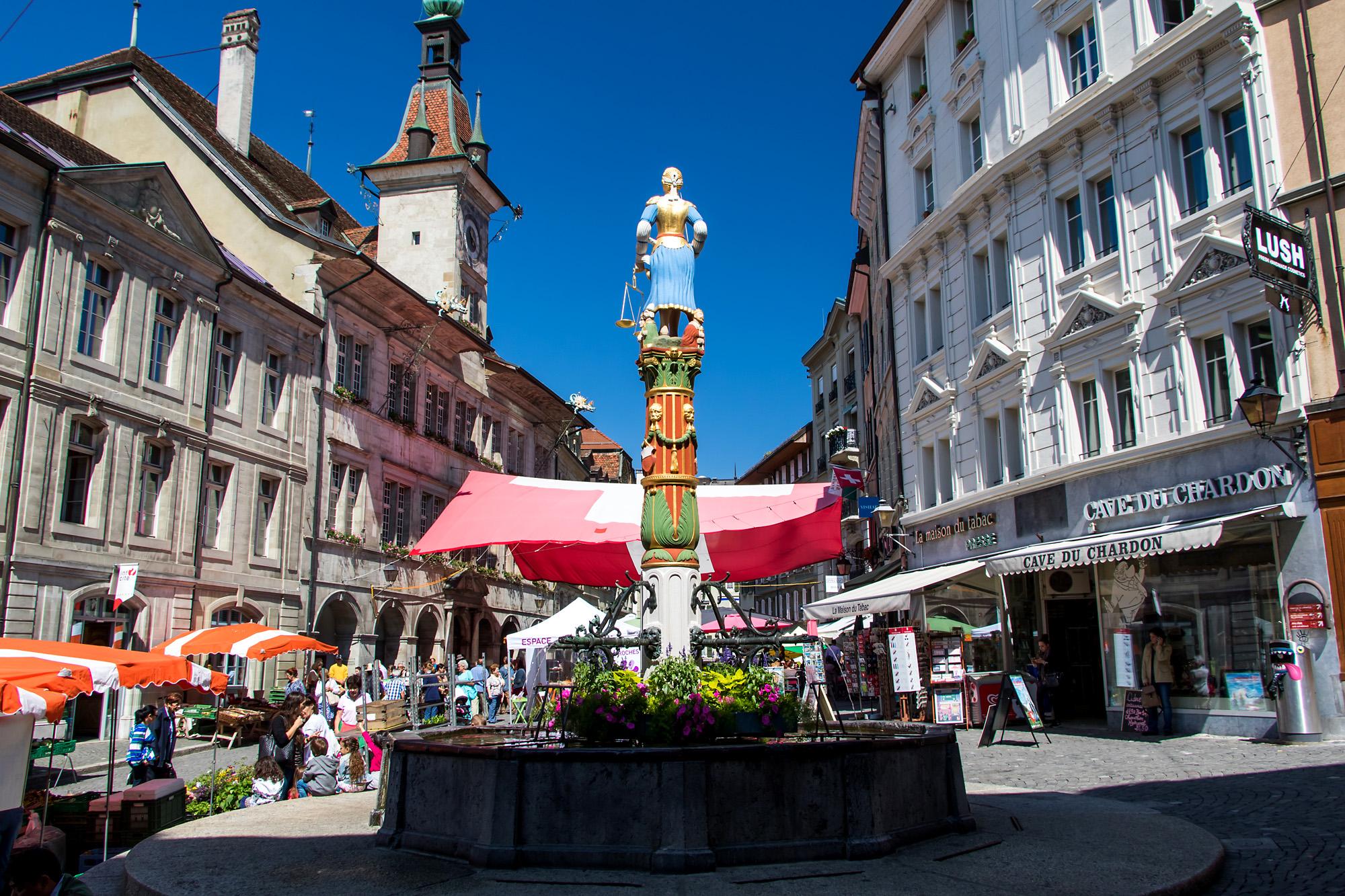 Place de la Palud, geschäftiges Zentrum des Lausanner Marktquartiers