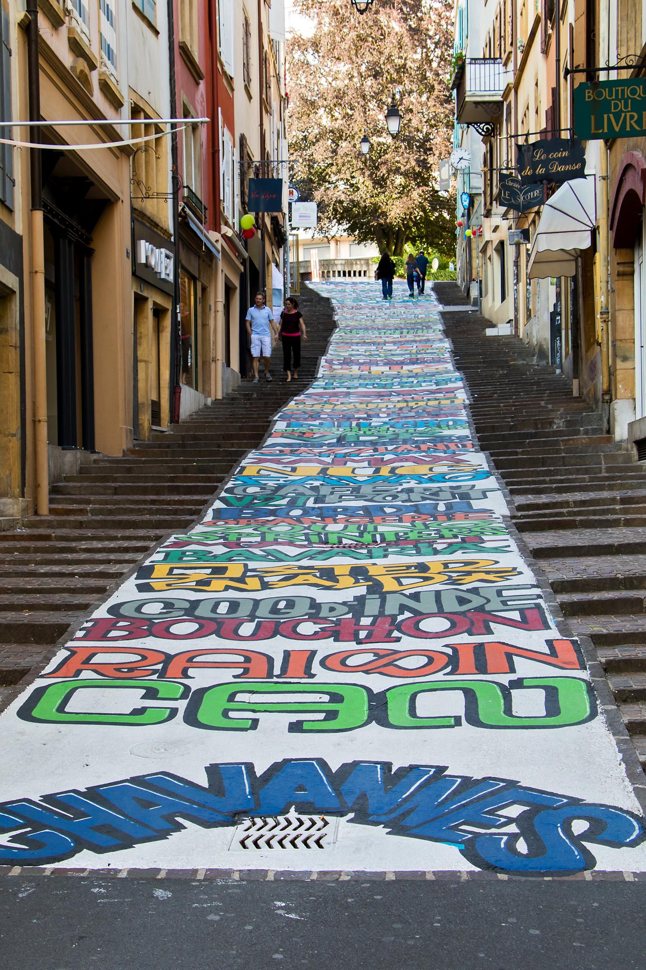 Kunstvolle Dekoration der Rue des Chavannes in der Altstadt