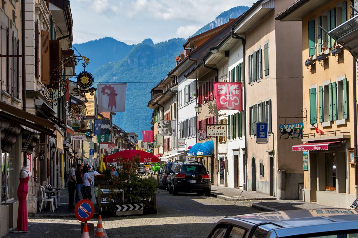 Villeneuve's (VD) Grande Rue, die sehenswerte historische Hauptstrasse