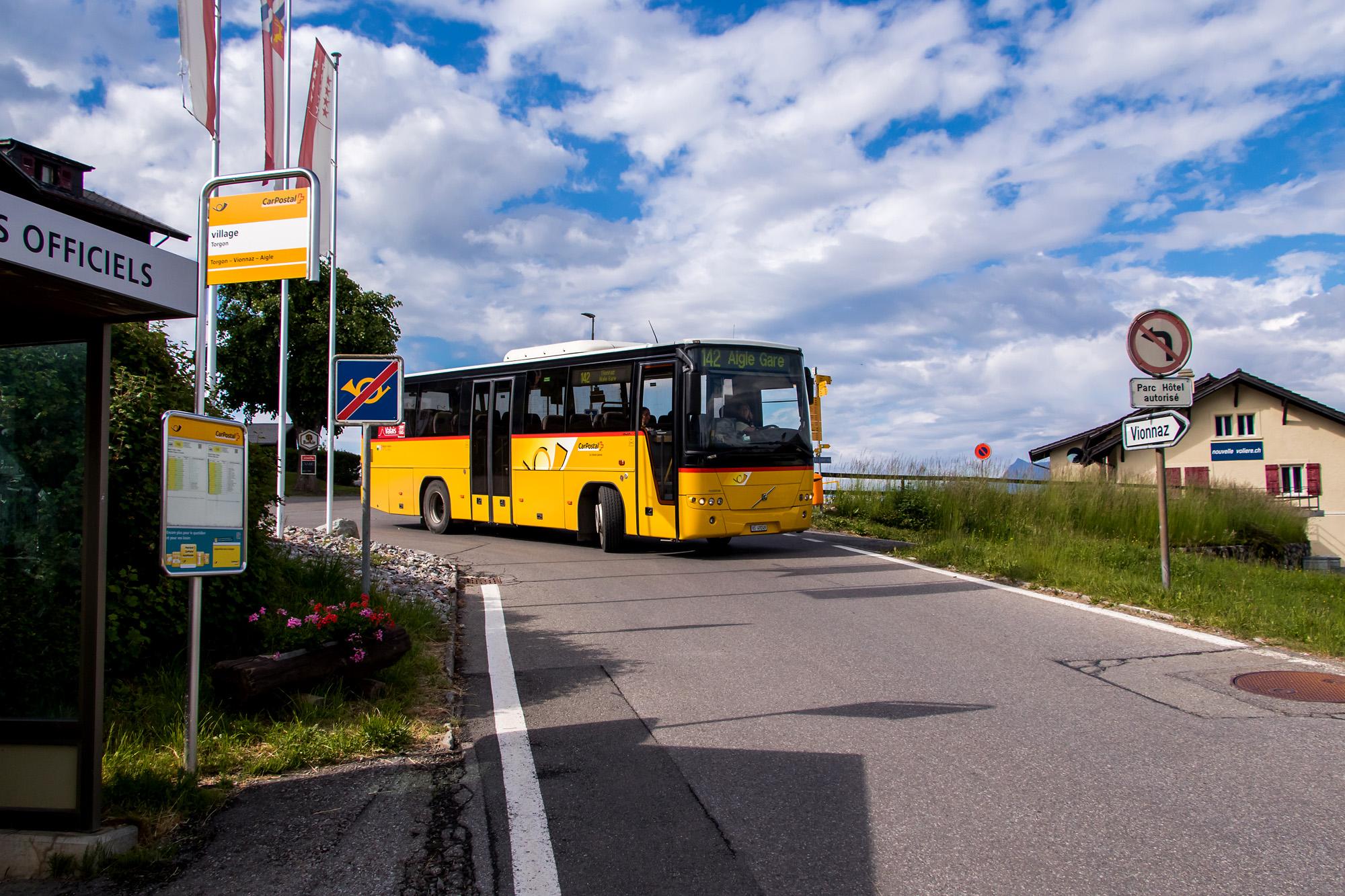 Bereit für die Talfahrt, der kurze Volvo 8700 in Torgon (VS)