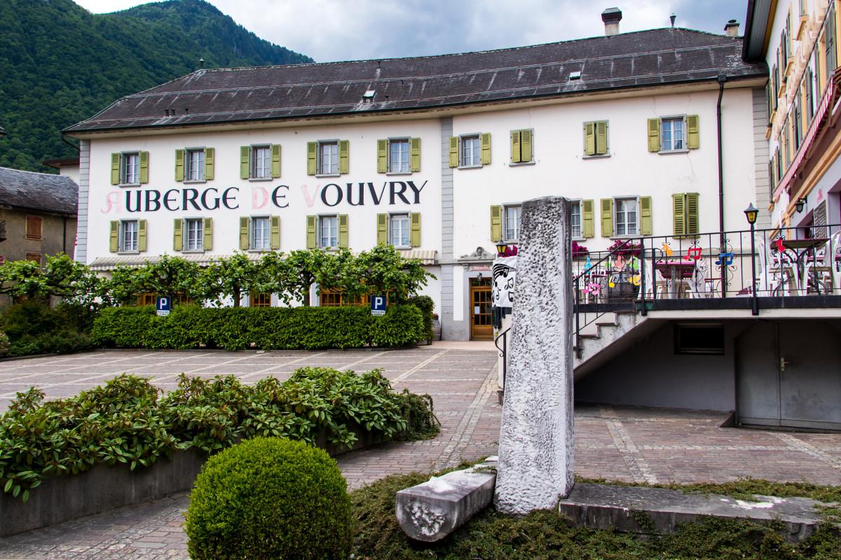 Die Auberge de Vouvry ist seit dem 16. Jahrhundert eine feste Grösse entlang der Rhone-Route - heute beherbergt sie ein Gault-Millau Restaurant