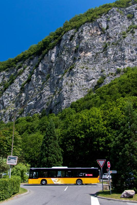 Das Postauto hat mich in Lavey-les-Bains abgeladen und tritt den Rückweg nach Martigny an