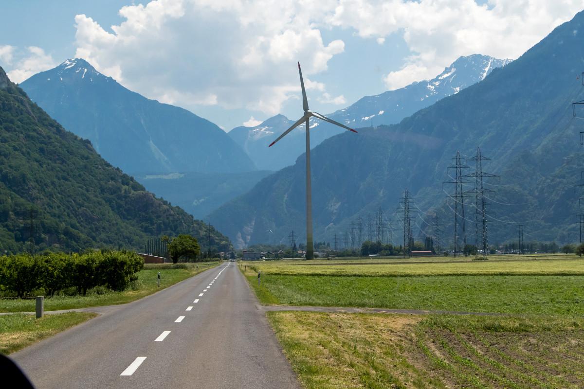 Dorénaz setzt nun auf neue Energieformen: seit 2005 steht hier die Windturbine Cime de L'Est