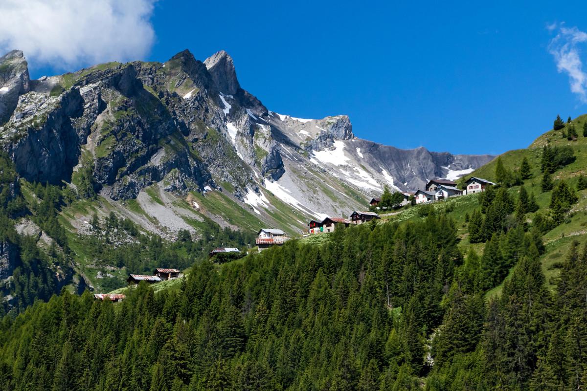 Blick auf die Alpsiedlung Sur-Le-Scex - hier geht's jetzt hoch!
