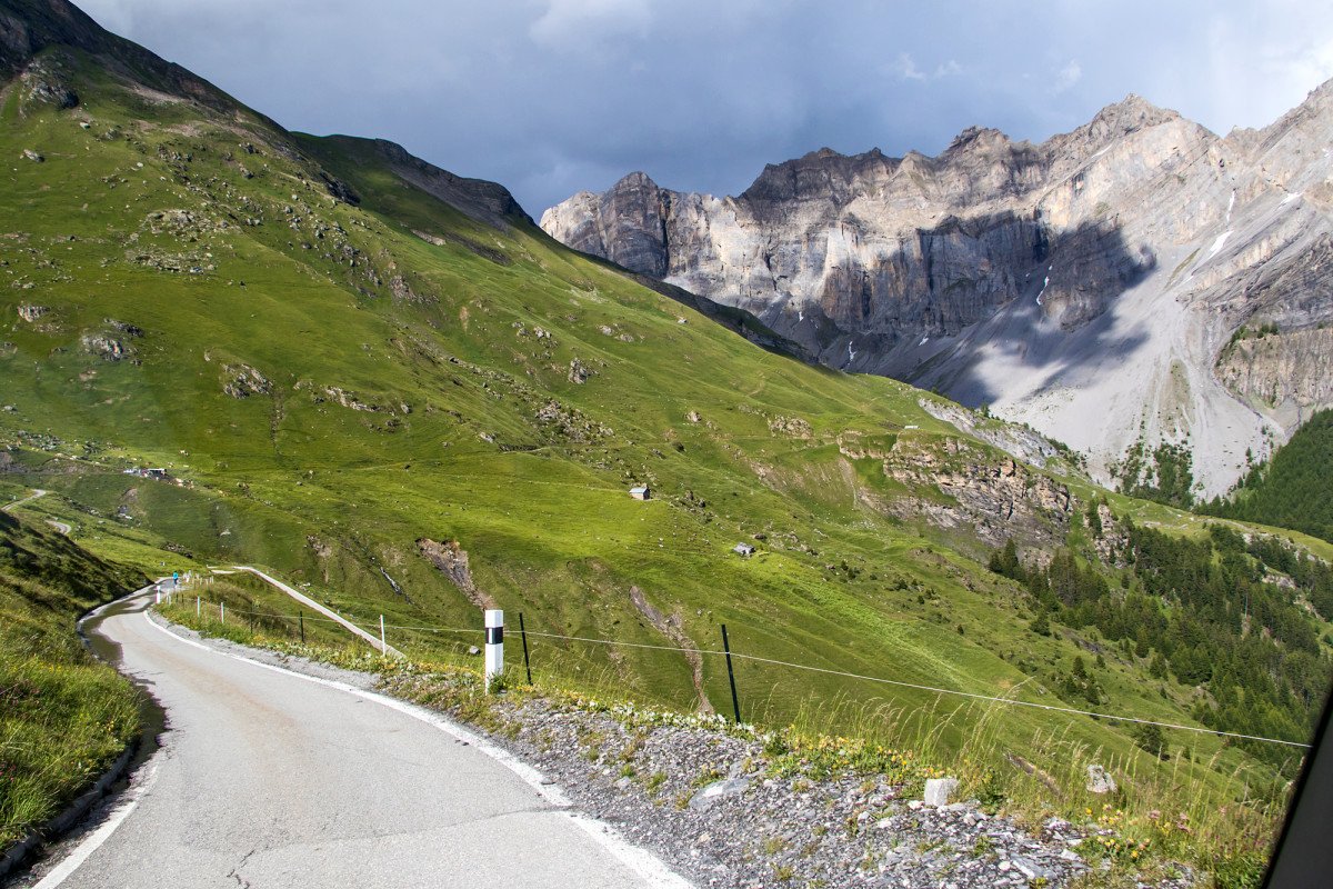 Talfahrt durchs Alpgebiet
