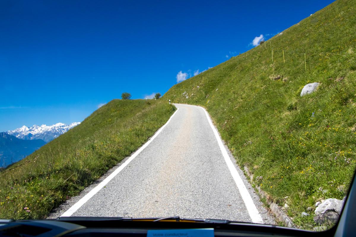 The sky's the limit beim Aufstieg zum Sanetschpass