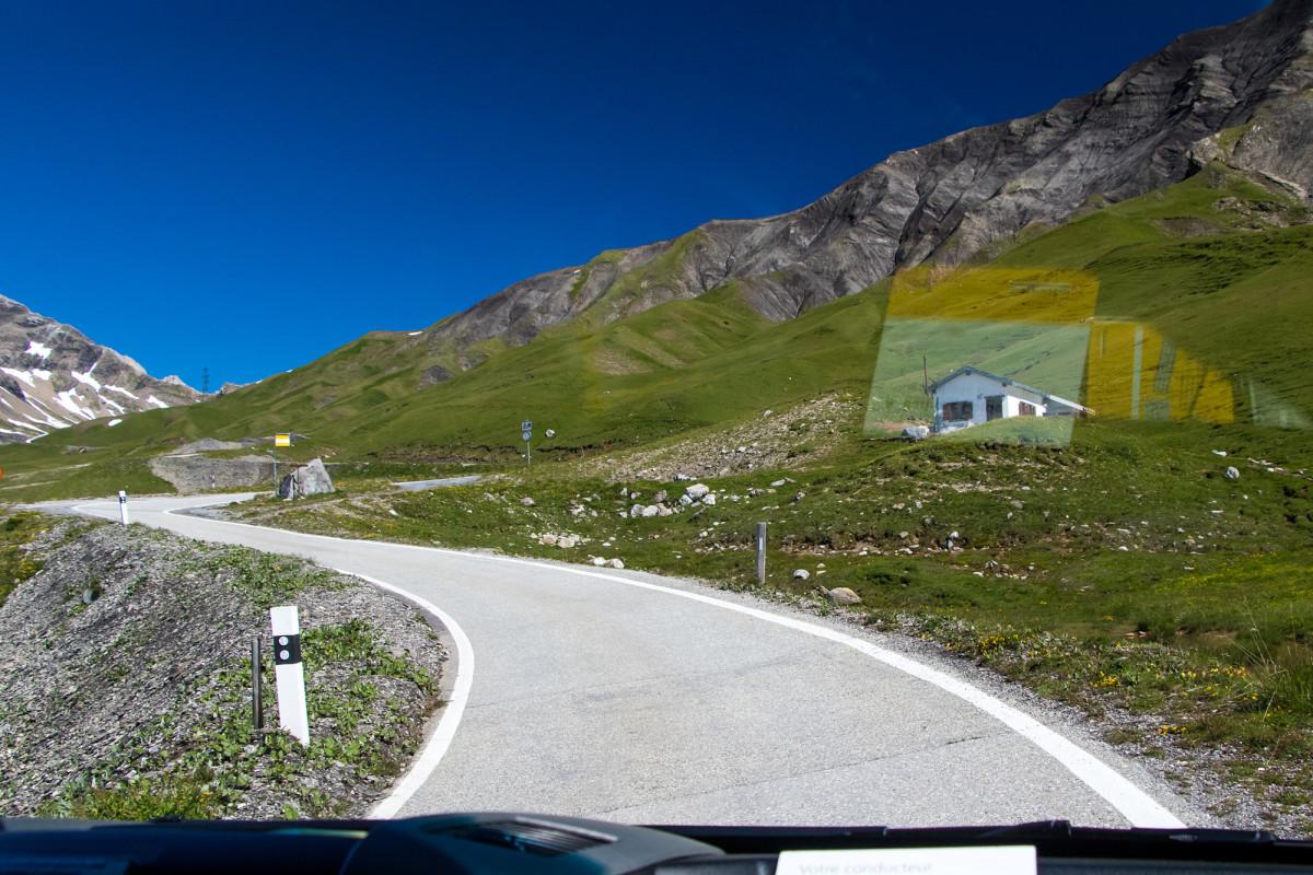 Rechts ist der Unterschlupf für die Postauto-Chauffeure erkennbar