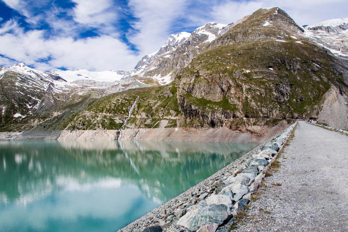 Der Mattmark-Staudamm am Ende des Saastals (VS)