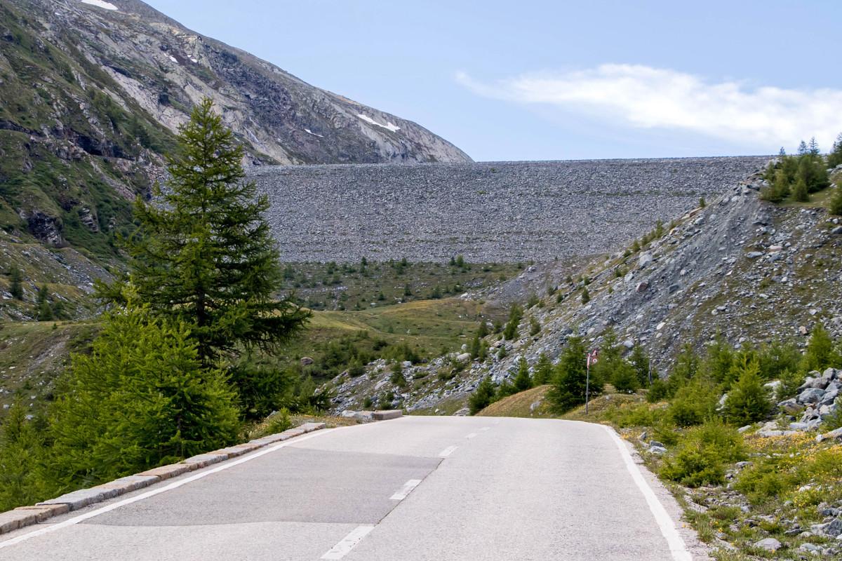 Die höchste Erdstaumauer der Schweiz