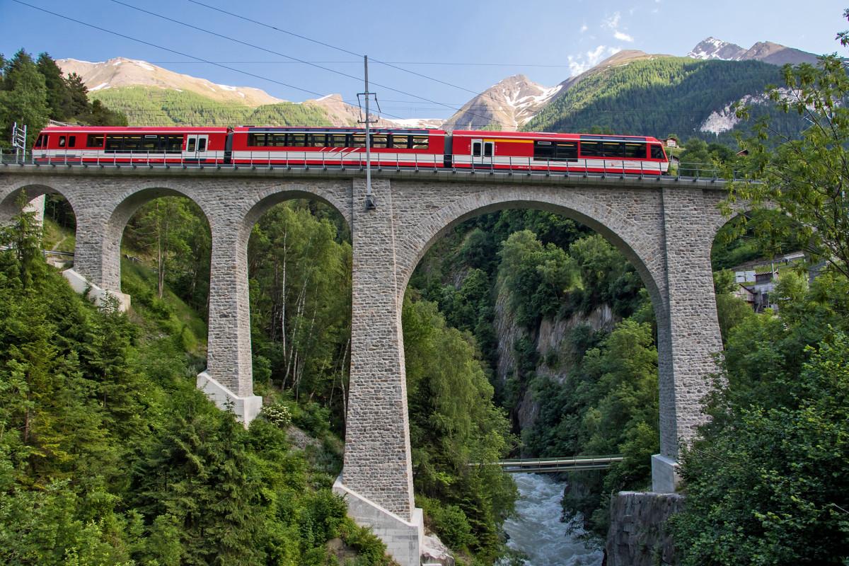 Das Grengiols-Viadukt überspannt die Rhone in einer Höhe von ca. 50 Metern