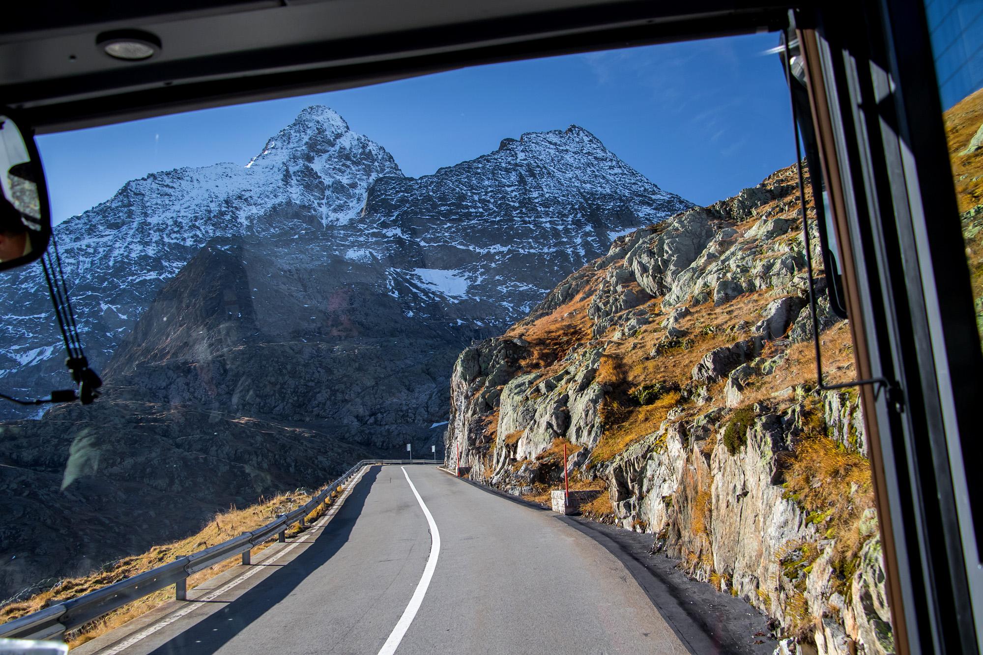 Fahrt auf dem Sustenpass mit Blick auf das Sustenhorn