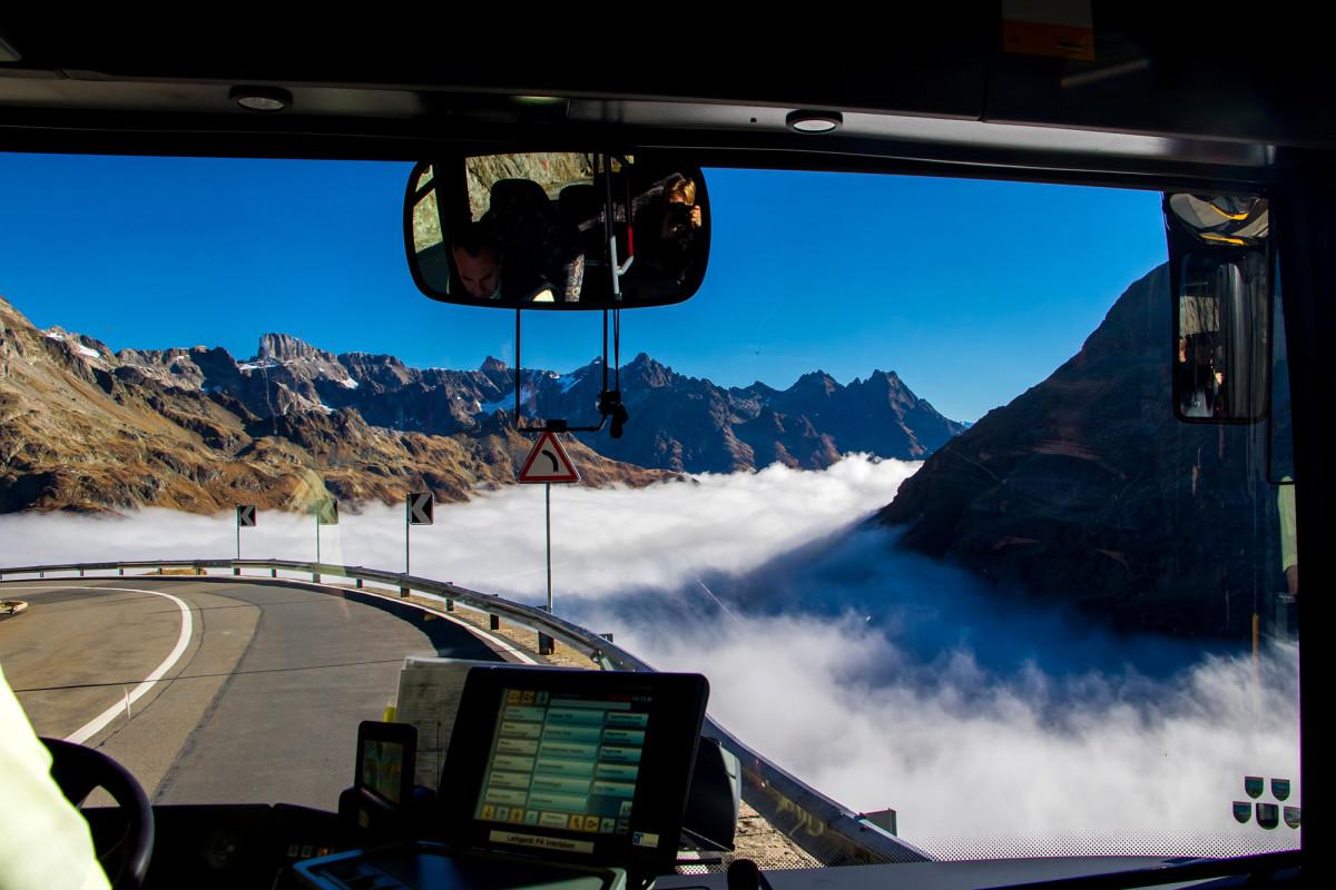 Eindrücklicher Blick aufs Nebelmeer, unterwegs am Sustenpass
