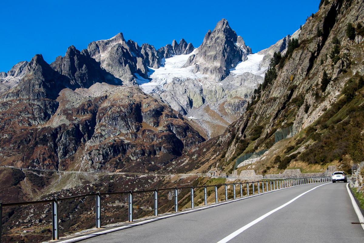 Bergfahrt zum Sustenpass, im Angesicht des Fünffingerstocks - was für ein Anblick!