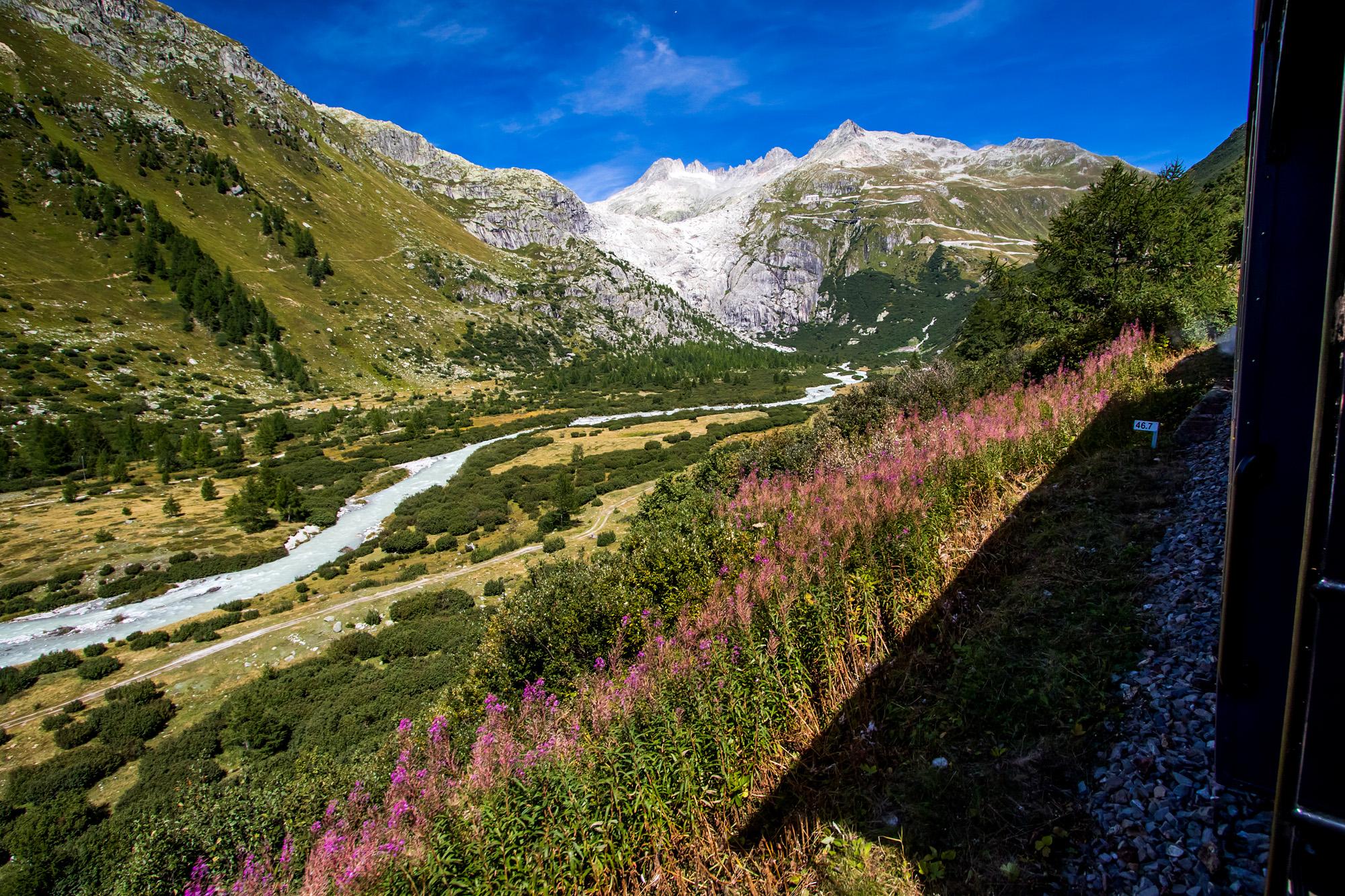 Einfach atemberaubend; die Landschaft hinter Gletsch gefällt mir hervorragend!