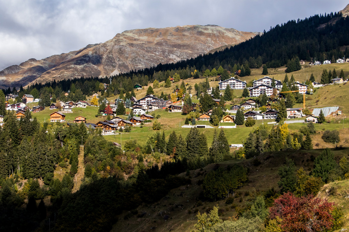 Blick auf das Dorf Carì