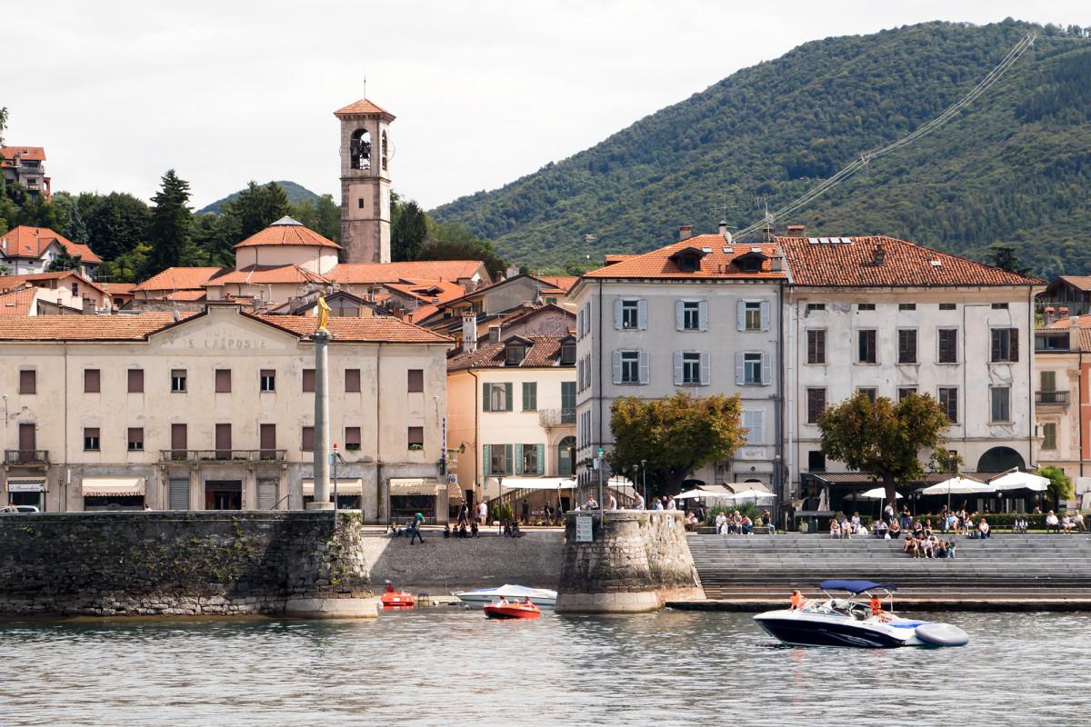 Der Hafen von Luino (IT), welches auch mit dem Postauto erreicht werden kann
