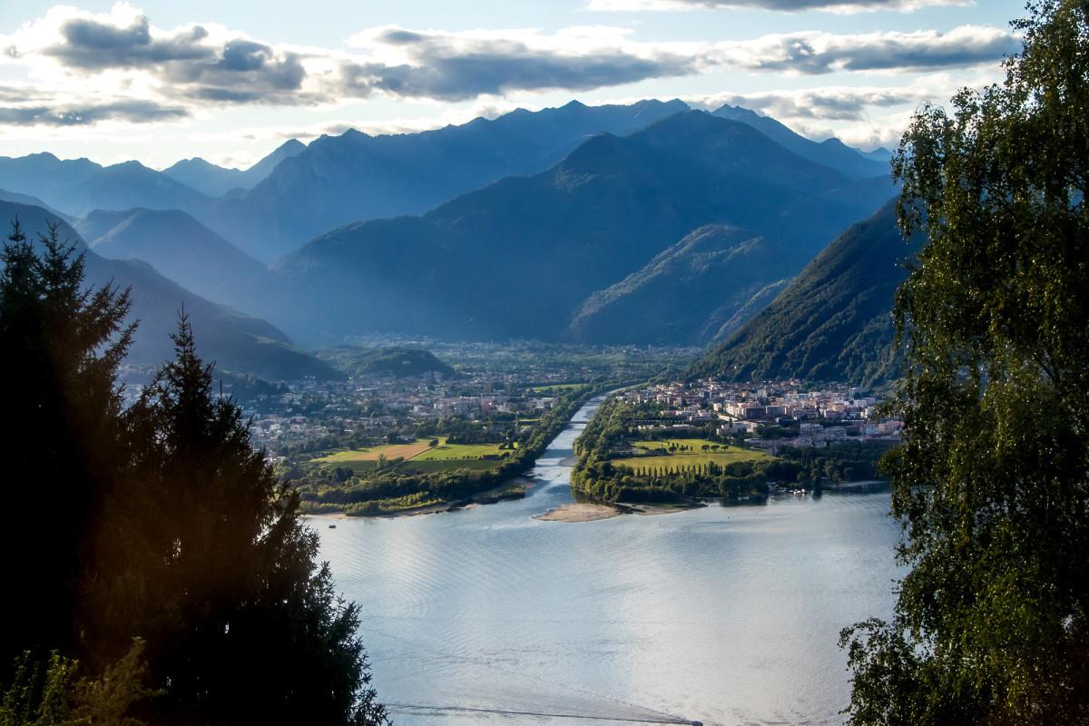 Flüchtiger Blick hinüber auf Locarno und Ascona