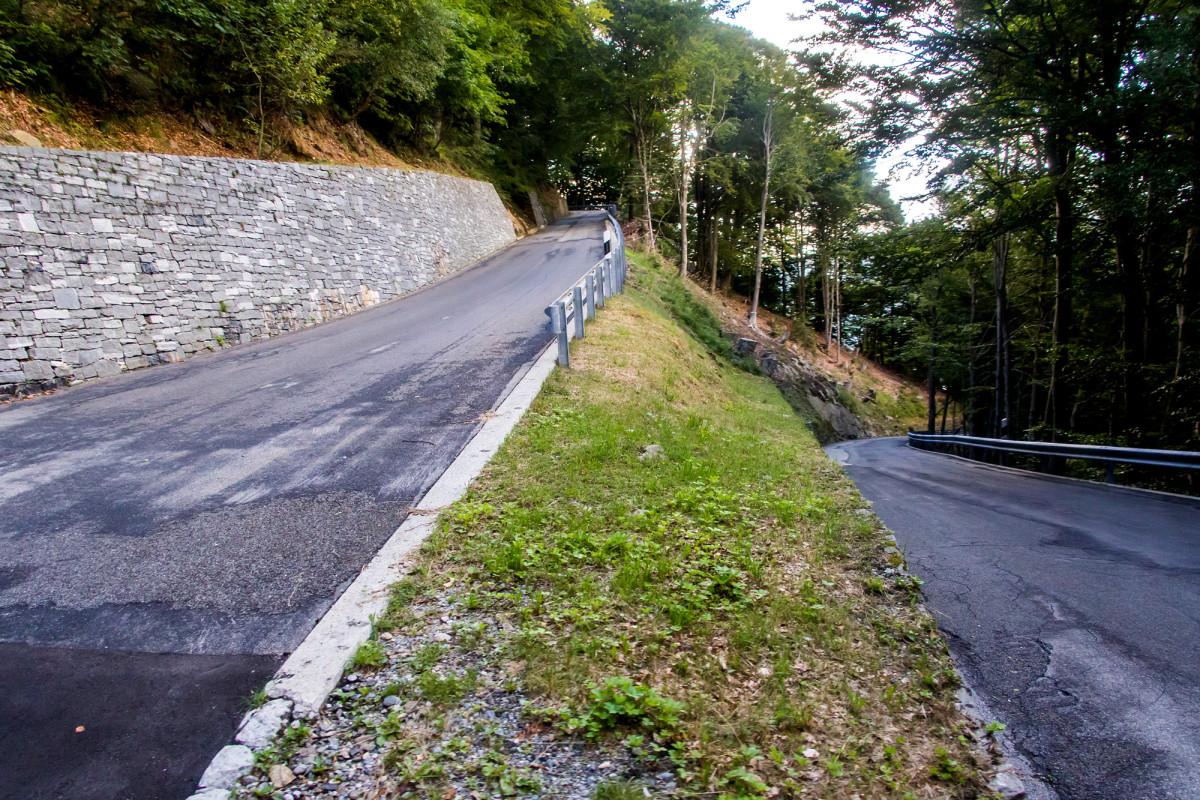 Auf der steilen Waldstrasse nach Indemini...