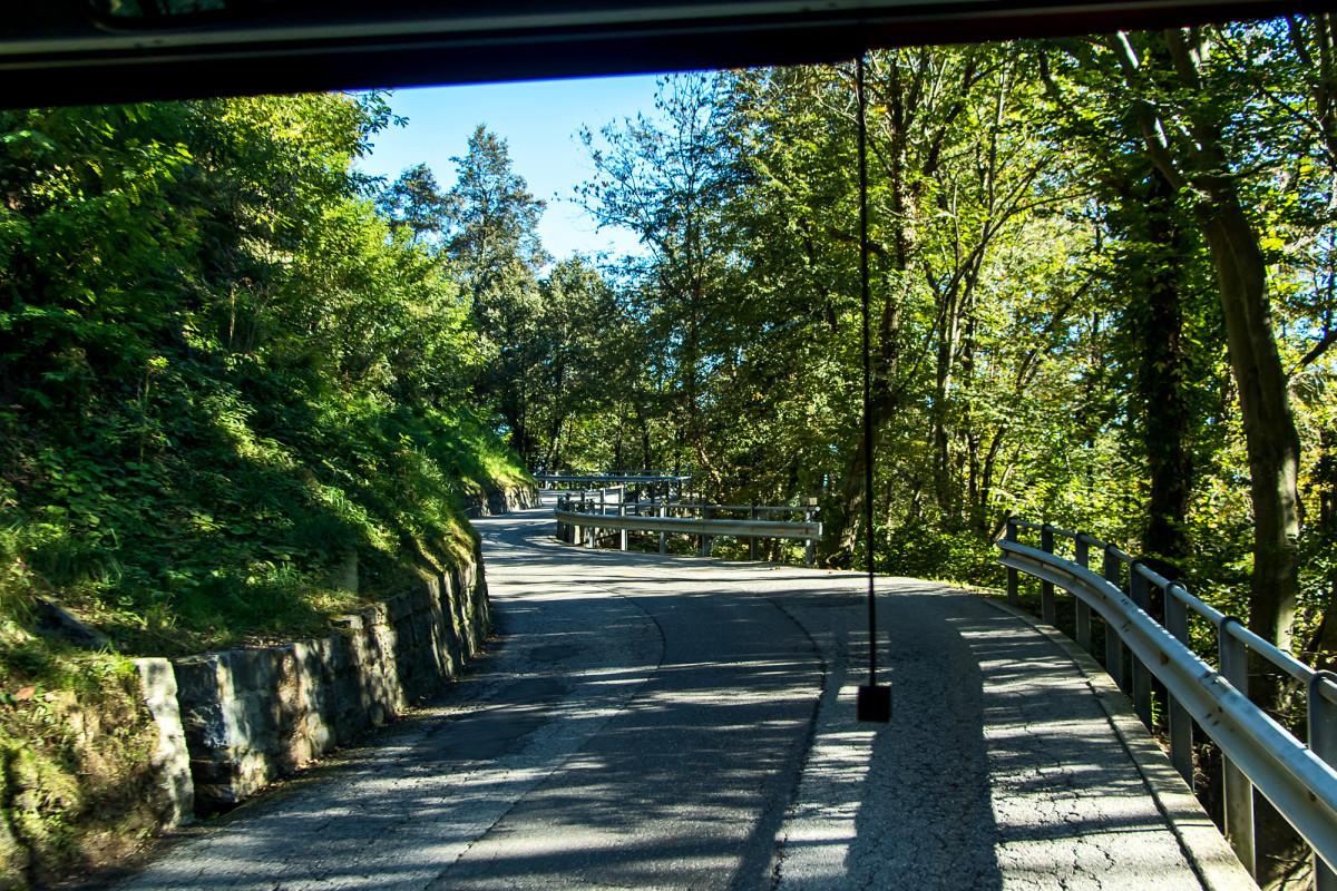 Fahrt durch die Wälder des Alto Malcantone