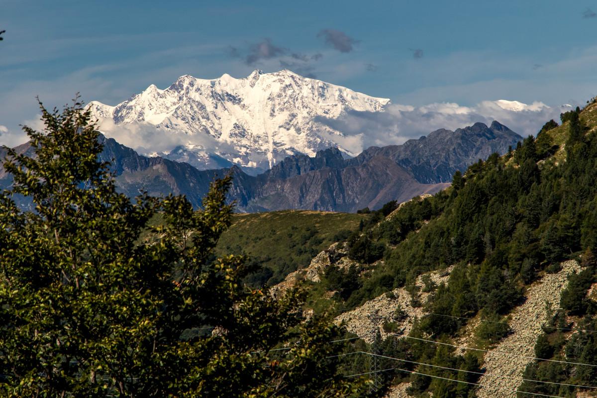 In der Ferne thront die Dufourspitze, der höchste Punkt der Schweiz...