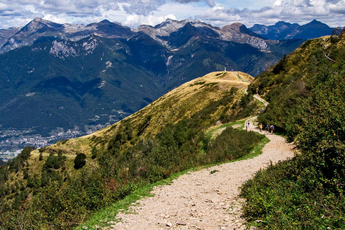 Wander-Autobahn hinab zur Alpe Foppa